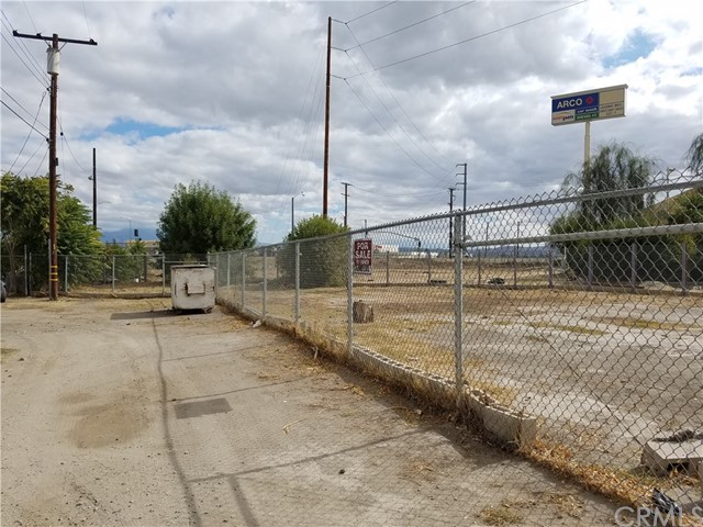 0 S I Street, San Bernardino CA: http://media.crmls.org/medias/29881012-4010-471f-bae8-aa371e89f9fc.jpg