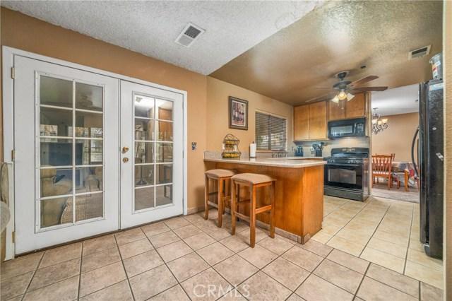725 S Lassen Avenue, San Bernardino CA: http://media.crmls.org/medias/29a70382-301f-4375-af95-5d48dffd795d.jpg