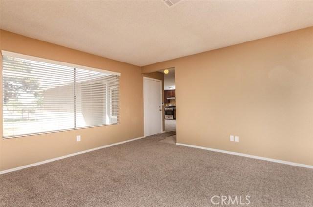 7389 Victoria Avenue, Highland CA: http://media.crmls.org/medias/29cf003a-bb7b-4d85-b81a-e7229ad0d419.jpg