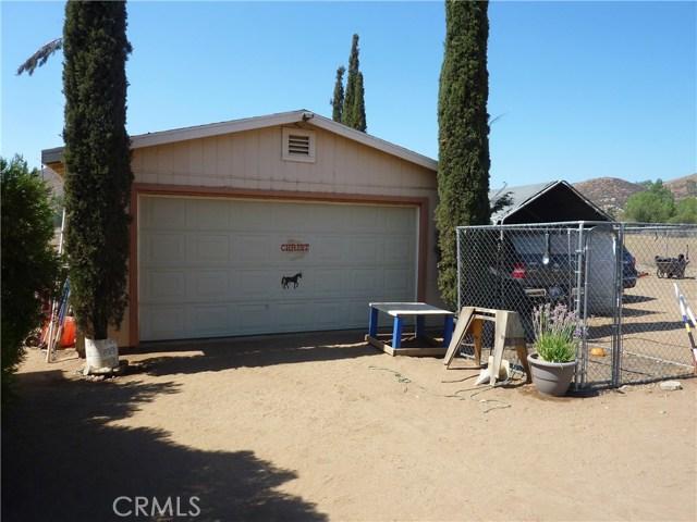 20795 Santa Rosa Mine Road, Perris CA: http://media.crmls.org/medias/29d9f340-0a01-4a72-a611-1e03884accd3.jpg