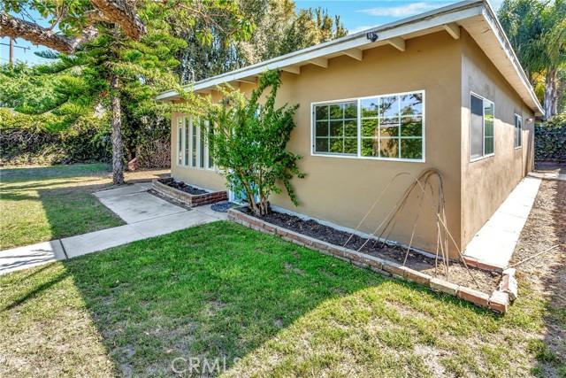 2133 Orange, Costa Mesa CA: http://media.crmls.org/medias/29ec94d8-c36e-4cc7-8bb1-35920513da8a.jpg
