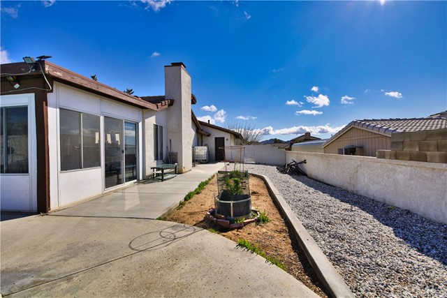 16258 Chiwi Road Apple Valley CA 92307