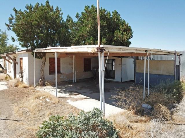916 E Avenue P8, Palmdale CA: http://media.crmls.org/medias/2a2688cc-0206-40cb-9ce8-e8bc72289ce7.jpg