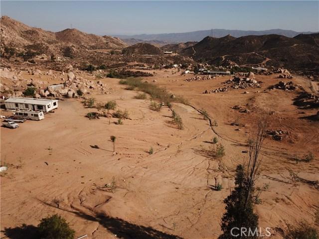 25050 El Toro Road, Perris CA: http://media.crmls.org/medias/2a2f5a95-50b9-46eb-8fba-0684976a8f48.jpg