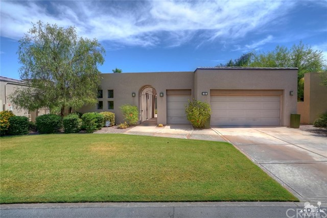 10 Via Haciendas, Rancho Mirage CA: http://media.crmls.org/medias/2a37725f-dfba-40dc-87c6-5600460e362e.jpg