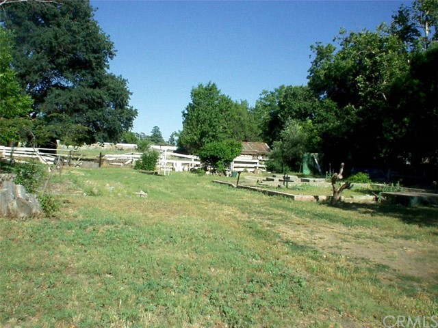 65 Chestnut Avenue, Red Bluff CA: http://media.crmls.org/medias/2a51ca17-7578-44cb-9d1a-896ab03959cf.jpg
