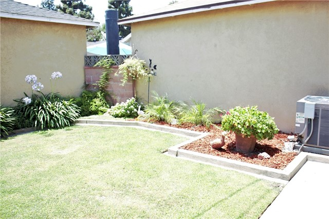 4743 McNab Avenue, Lakewood CA: http://media.crmls.org/medias/2a9bda05-1415-4a64-a7b0-1321a05ceb80.jpg