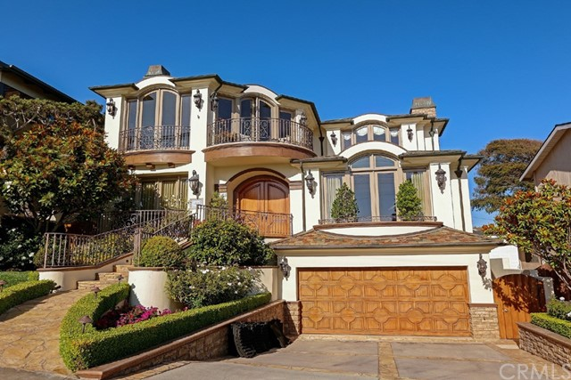 Single Family Home for Sale at 108 Poinsettia Avenue Manhattan Beach, California,90266 United States
