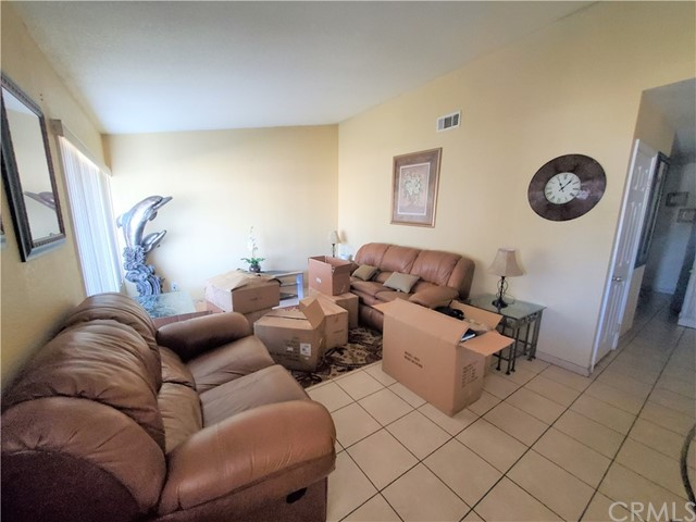 3395 Chardoney Way, Jurupa Valley CA: http://media.crmls.org/medias/2b021f06-76da-4189-a9ff-d6f984cd9f4c.jpg