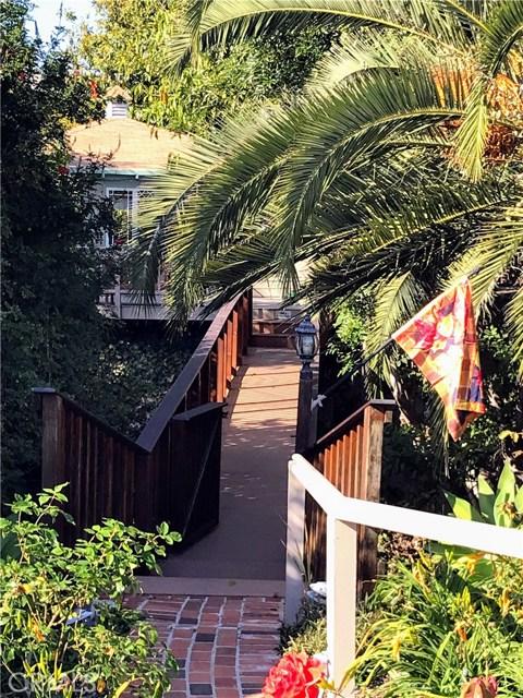 520 Oak Street, Laguna Beach CA: http://media.crmls.org/medias/2b19e83b-741e-4872-80b9-545e38100663.jpg