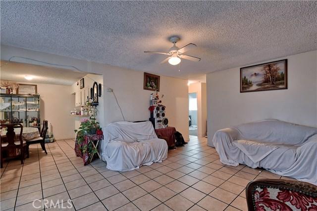 2077 Wallace Avenue, Costa Mesa CA: http://media.crmls.org/medias/2b1ca23e-d075-4ea8-ae36-aca0332c78c4.jpg
