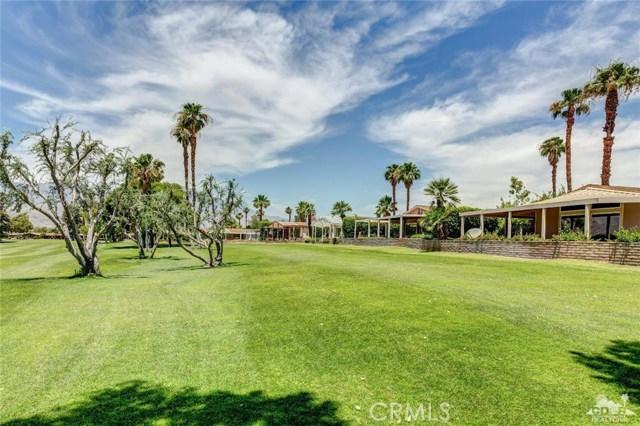 73450 Country Club Drive, Palm Desert CA: http://media.crmls.org/medias/2b1de4f3-d19c-4e91-b7e9-6dafb82bb7bc.jpg