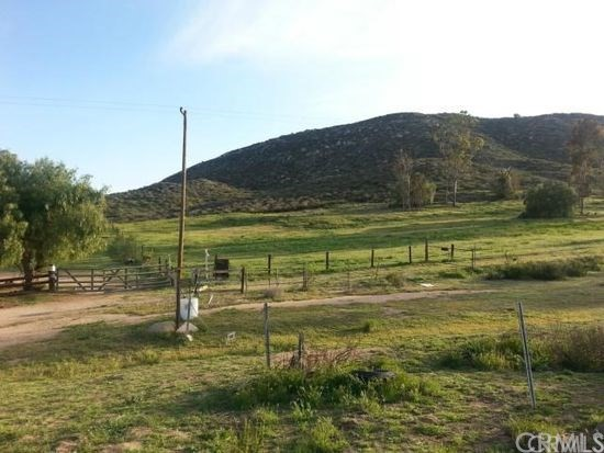 Single Family for Sale at 32595 Newport Road Winchester, California 92596 United States