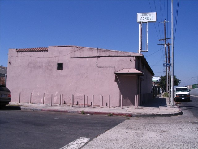 Single Family for Sale at 5111 Long Beach Avenue Los Angeles, California 90058 United States