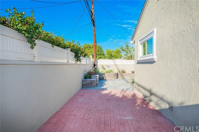 3711 E Harding Street, Long Beach CA: http://media.crmls.org/medias/2b95e1ab-9f4c-4869-8576-00a7eb9894cf.jpg