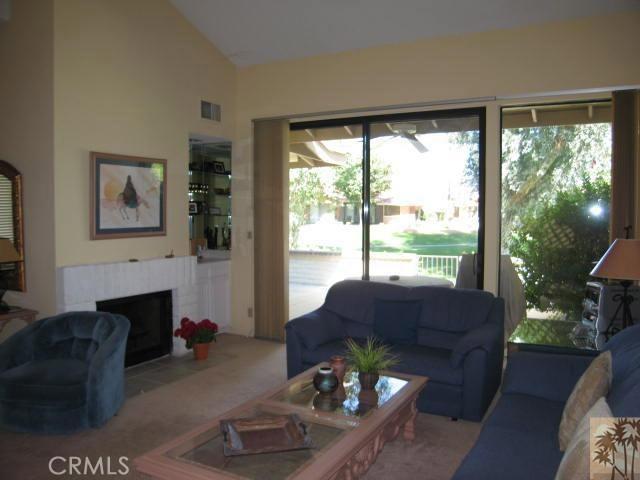 332 Villena Way, Palm Desert CA: http://media.crmls.org/medias/2b9bf301-1839-4147-8045-95b7698fd7bf.jpg