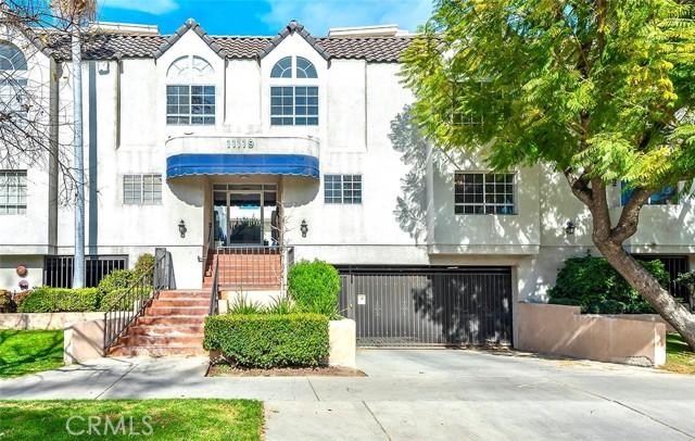 11119 Camarillo Street, North Hollywood CA: http://media.crmls.org/medias/2ba35461-e86f-4930-aeab-48bfccb8713d.jpg