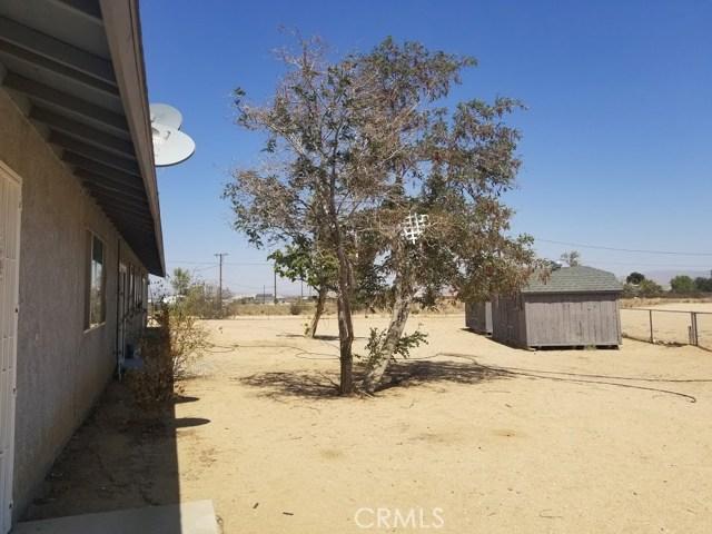 11125 Blackfoot Road, Apple Valley CA: http://media.crmls.org/medias/2bb87eb7-cac1-4025-b146-8d9bf7568a99.jpg