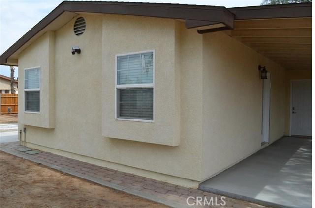 21858 Goshute Avenue, Apple Valley CA: http://media.crmls.org/medias/2bbe63cd-48a0-443b-bbbb-d5dd6517db02.jpg