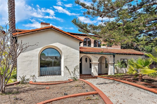 Detail Gallery Image 1 of 50 For 400 Los Robles, Laguna Beach,  CA 92651 - 4 Beds | 3 Baths