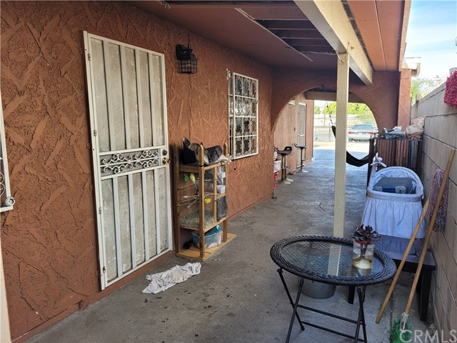 808 E 111th Drive, Los Angeles CA: http://media.crmls.org/medias/2bee70f8-2df7-4043-b313-f5920854dd0b.jpg