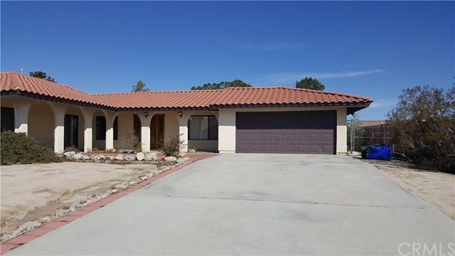16341 Tude Road, Apple Valley CA: http://media.crmls.org/medias/2bf190f1-1da9-467b-922c-3d0012d8b10f.jpg