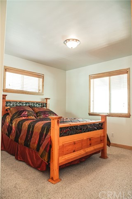 471 Woodside Drive, Big Bear CA: http://media.crmls.org/medias/2bf67885-89fe-4d6e-afb1-107defb17484.jpg