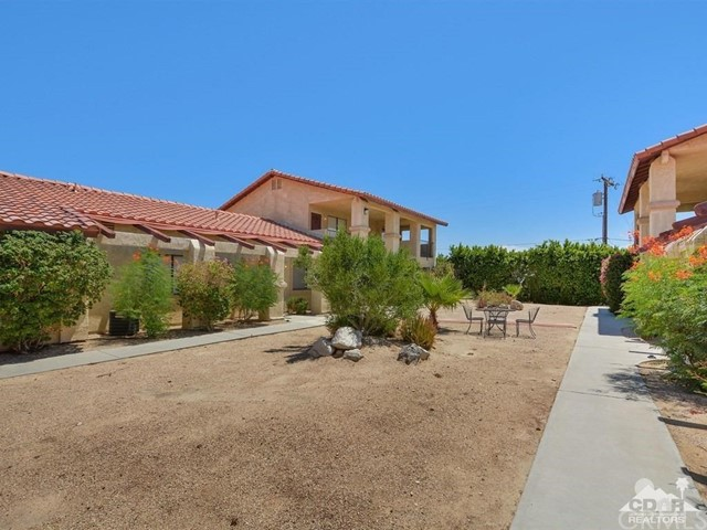 68075 Calle Bolso, Desert Hot Springs CA: http://media.crmls.org/medias/2bfd17d6-b9c8-4d65-ab22-ab336d0a8000.jpg