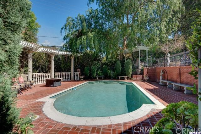 874 Highland Drive, La Canada Flintridge CA: http://media.crmls.org/medias/2c037c50-aa4f-4368-a0d6-58ab62d41b5f.jpg