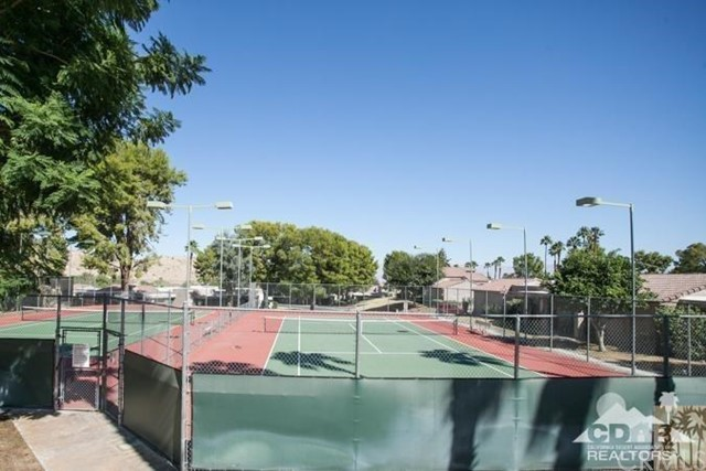 72384 Ridgecrest Lane, Palm Desert CA: http://media.crmls.org/medias/2c1bf0f9-121a-4e55-8aa6-6c0b01e99511.jpg
