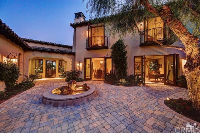 Photo of home for sale at 52806 Via Dona, La Quinta CA