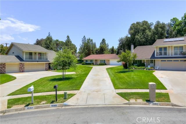 1549 Lynne Court, Redlands CA: http://media.crmls.org/medias/2c3b9929-bc8c-44fe-8502-444827ad6346.jpg