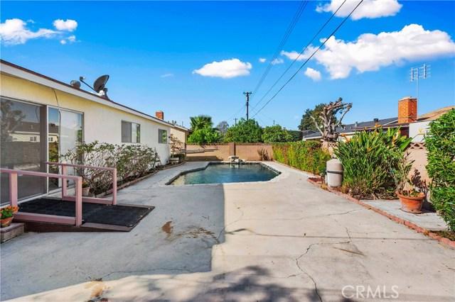 4261 W Flower Avenue, Fullerton CA: http://media.crmls.org/medias/2c59da40-61f3-41b1-8551-ff67d1aadb15.jpg