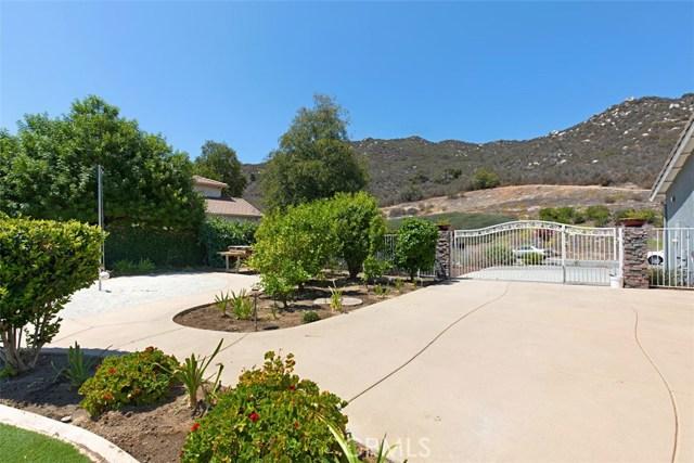 38248 Oak Bluff Lane, Murrieta CA: http://media.crmls.org/medias/2c6e7623-cfa9-4e7e-9de4-36b6ce4889fb.jpg