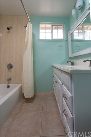16631 Ross Ln, Huntington Beach CA: http://media.crmls.org/medias/2c80ae7e-82e4-4e48-a2fb-97ff9dad336e.jpg