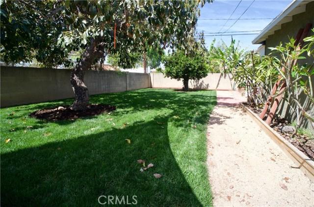 2106 Valencia Street, Santa Ana CA: http://media.crmls.org/medias/2cb7f3b1-49b5-4ca0-9d09-feee94ec3750.jpg