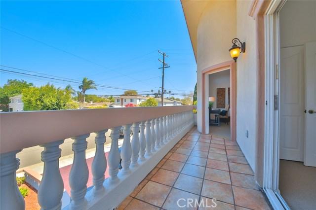 1064 Avenue D, Redondo Beach CA: http://media.crmls.org/medias/2ceb4ed9-b153-4da8-8664-14bed57cb257.jpg