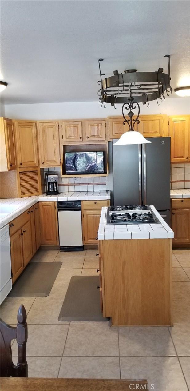 39900 LAKEVIEW Drive, Big Bear CA: http://media.crmls.org/medias/2d1f579d-f4d7-4ea5-b87b-379a8995c853.jpg