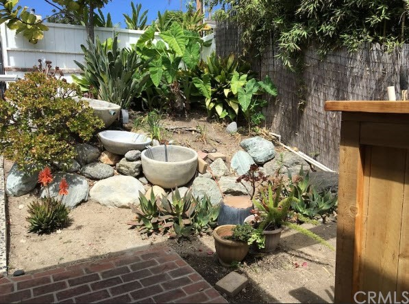 1935 Glenneyre Street, Laguna Beach CA: http://media.crmls.org/medias/2d236692-6f1d-45cf-b21c-6a69c489a9a0.jpg