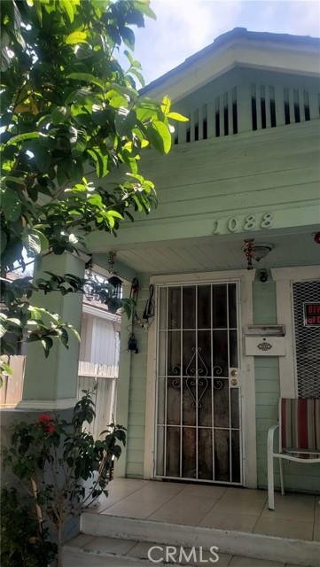 1088 Saint Louis Avenue, Long Beach CA: http://media.crmls.org/medias/2d387ff8-bb5c-4e1b-a8b7-e0e9fed9716a.jpg