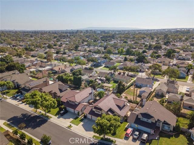 6127 Sunfield Avenue, Lakewood CA: http://media.crmls.org/medias/2d3c4d3d-56f1-428e-b751-18b95f938f3b.jpg