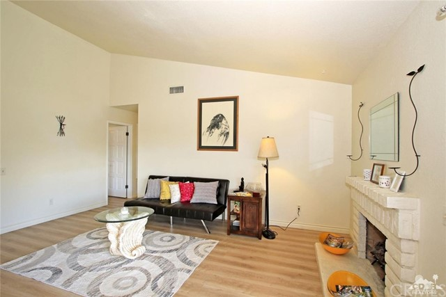 43750 Texas Avenue, Palm Desert CA: http://media.crmls.org/medias/2d4eee82-e5ad-4e59-9b8a-325e363ca1fb.jpg
