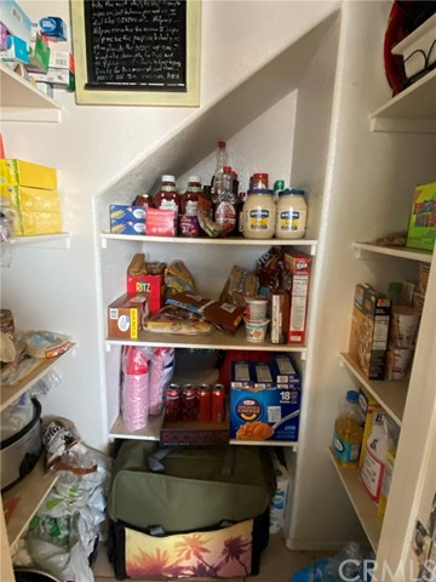 16045 White Mountain Place, Victorville CA: http://media.crmls.org/medias/2d5df618-8d01-4d12-8841-ba73dad20eed.jpg