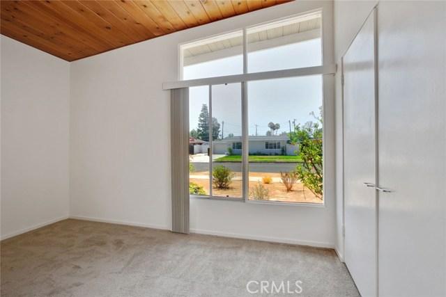 17949 Hatton Street, Reseda CA: http://media.crmls.org/medias/2d783299-7ee1-444d-8266-85eb420ae96a.jpg