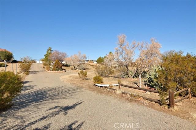 16498 Villa Drive, Victorville CA: http://media.crmls.org/medias/2d798851-ae99-4c99-9f2d-6d7928e4e3ab.jpg