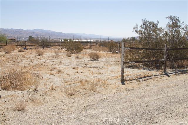 5 Kay Road, Desert Hot Springs CA: http://media.crmls.org/medias/2d7d6304-450c-4681-a4a0-53d7ca77f05a.jpg