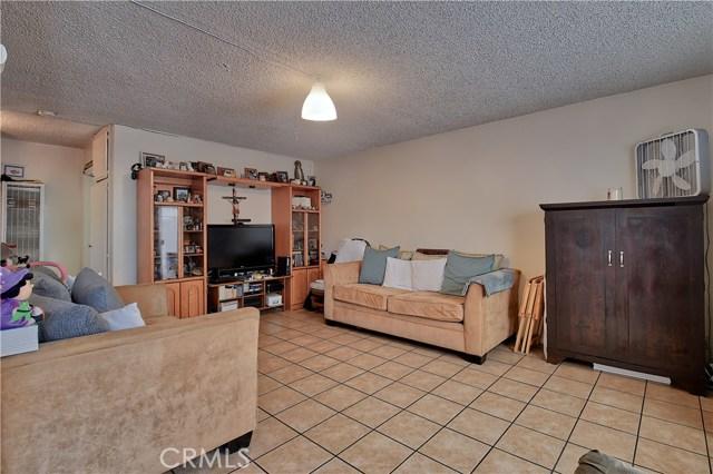 2077 Wallace Avenue, Costa Mesa CA: http://media.crmls.org/medias/2da2af37-8329-4d01-9472-de48c2429d8b.jpg