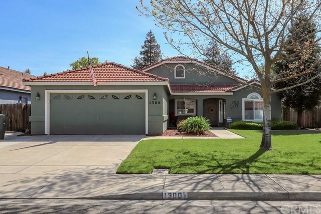Detail Gallery Image 1 of 1 For 1300 Fairway Dr, Atwater, CA 95301 - 4 Beds   2 Baths