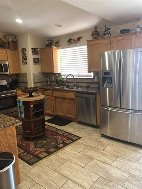 9396 Hickory Avenue,Hesperia,CA 92345, USA