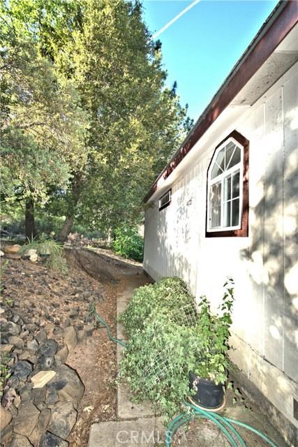 8985 Highway 175, Kelseyville CA: http://media.crmls.org/medias/2db49464-1b73-4bc4-98a1-086365f5ad3d.jpg